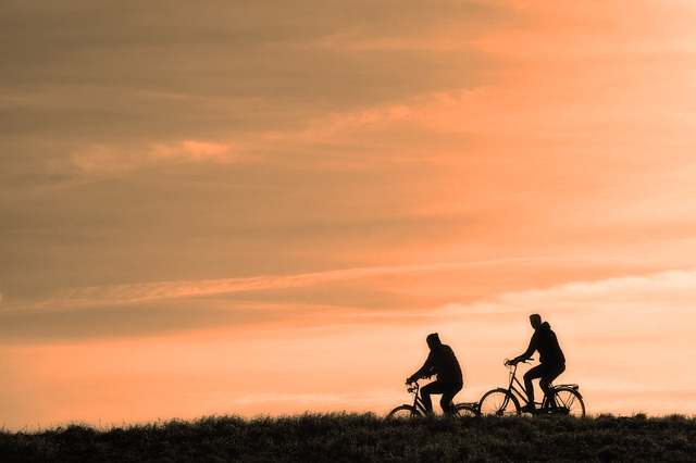dva cyklisti