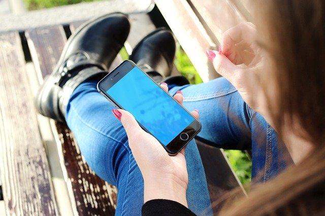 telefon v ruce